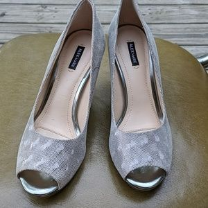 Silver peep toe pumps from Alex Marie size 8 EUC